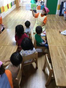 絵本読み聞かせプログラム10/14